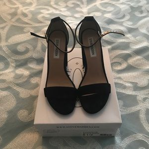 Steve Madden open toed block heeled shoes